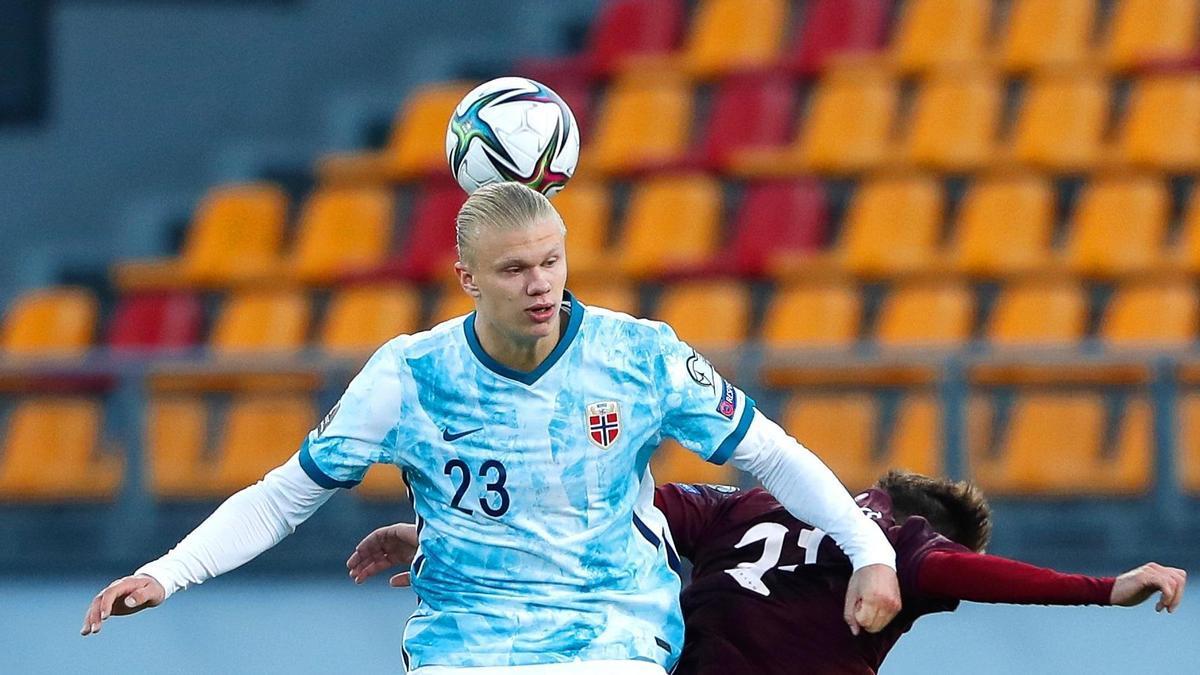 Haaland en un partido con la selección noruega.