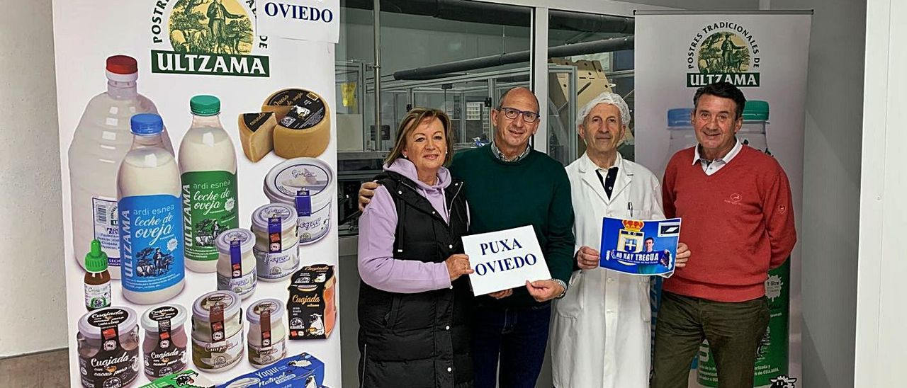 Por la izquierda, Fermina Barberena, su marido, Gabriel Ziganda, Antonio Ziganda y Jesús Ziganda, en la fábrica Ultzama, que ellos mismos crearon en el valle navarro del mismo nombre.  
