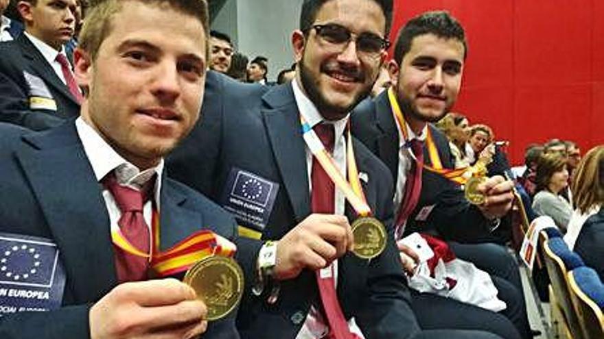 Iván Miguel Santos, Marco de las Heras y Raúl Martín, con sus medallas de oro.