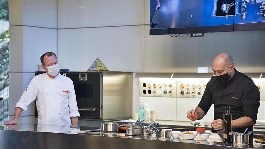 La Festa del Tomàquet comença amb una classe de cuina