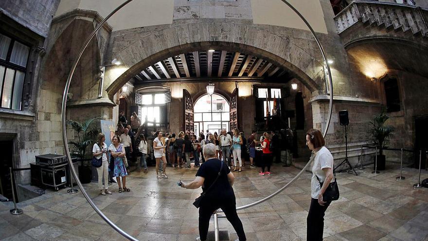 El IVAM compra el «Cercle» de Alfaro que exhibe el Palau de la Generalitat