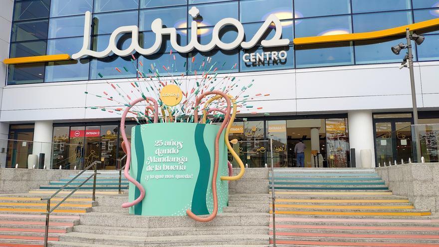 Larios Centro celebra su 25 aniversario con música y cientos de regalos