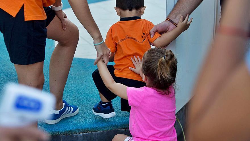 Pediatras alertan del contagioso virus boca-mano-pie y piden más precaución