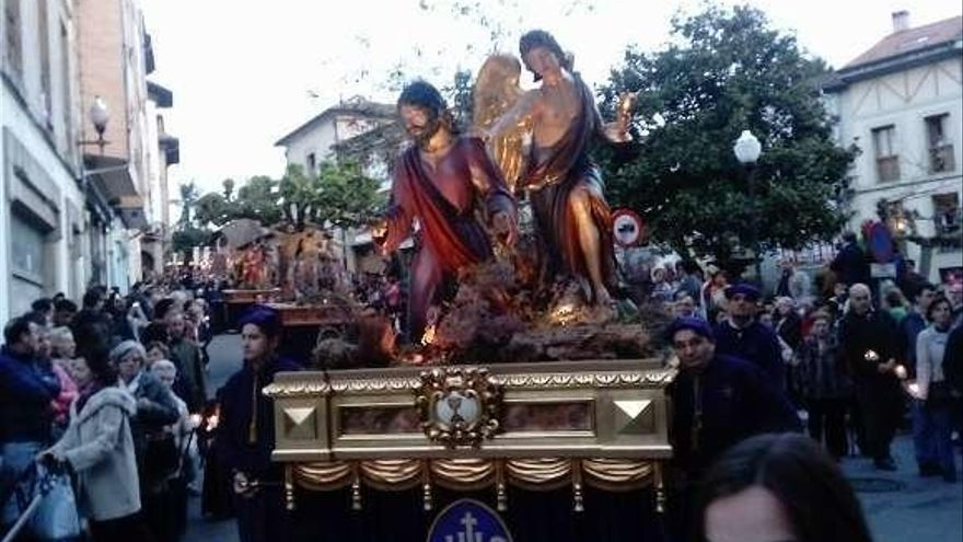 El Ayuntamiento y Ovidio Vecino, cofrades de honor en la Semana Santa maliayesa