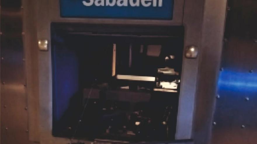 Bankräuber stecken in Marratxí Geldautomaten in Brand