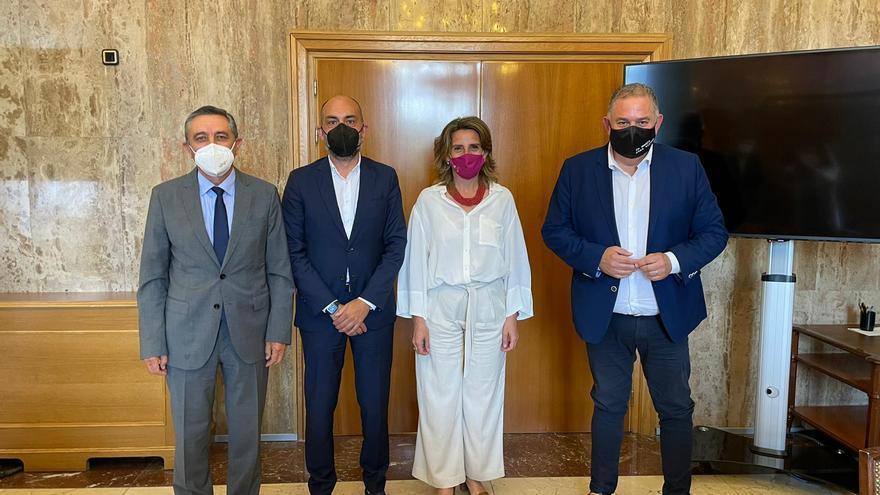 La vicepresidenta Teresa Ribera admite ante los regantes que la contaminación del Tajo no es culpa del trasvase