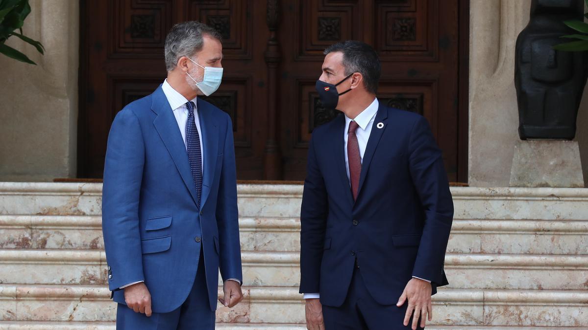 El rey Felipe VI y el presidente del Gobierno, Pedro Sánchez.