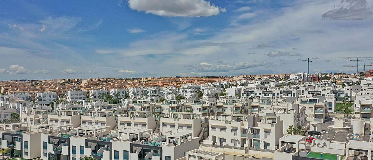 Urbanizaciones de segundas residencias en Orihuela Costa.