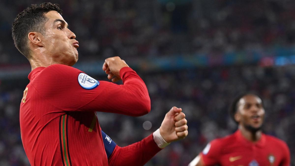 Cristiano Ronaldo celebra uno de sus dos goles a Francia
