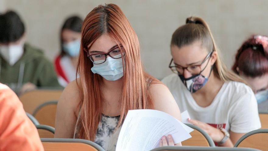 Sanidad recomienda hacer la EBAU con una distancia de 1,5 metros y ventilar las clases