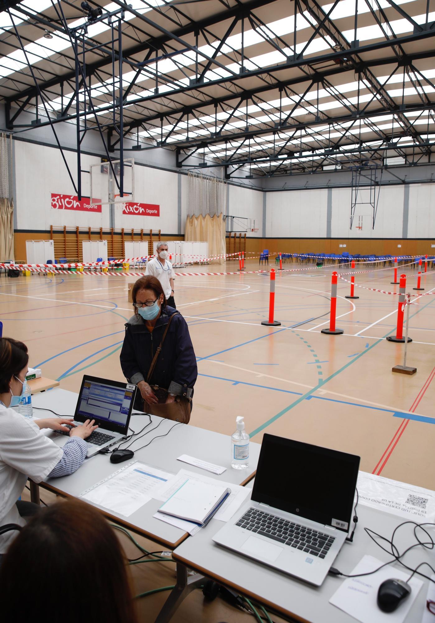 Repesca de vacunación para septuagenarios en Gijón