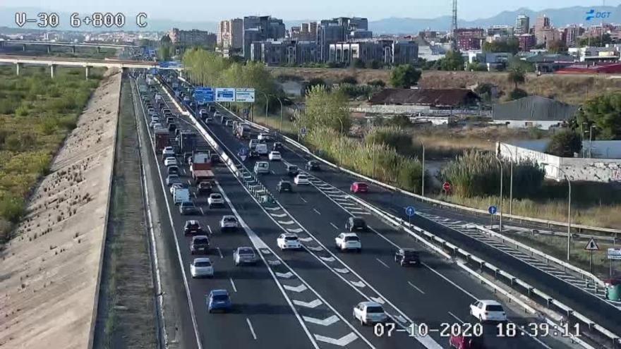 Tráfico en València: atascos en los accesos a la ciudad y un accidente en la CV-35