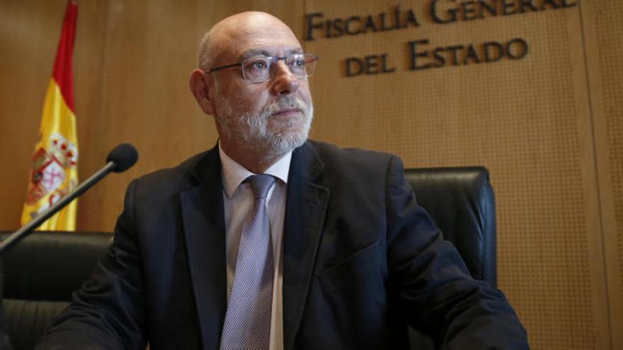 La Fiscalía de Barcelona estudia los 'tuits' sobre Maza