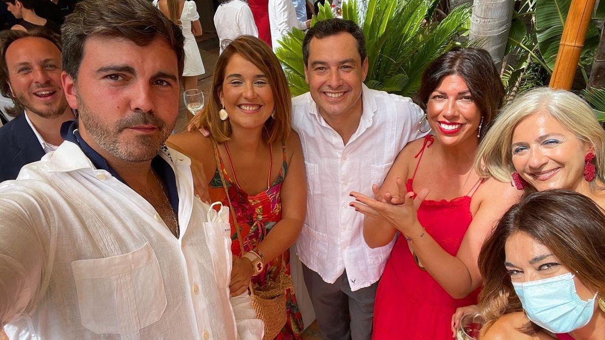 Juanma Moreno, en una boda el pasado fin de semana