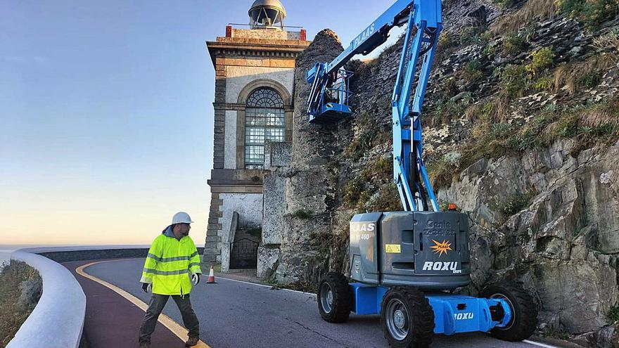 La restauración de la batería artillera de La Atalaya, en Luarca, estará lista en un mes