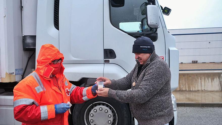 Trescientos camiones permanecen seis horas bloqueados en Villena