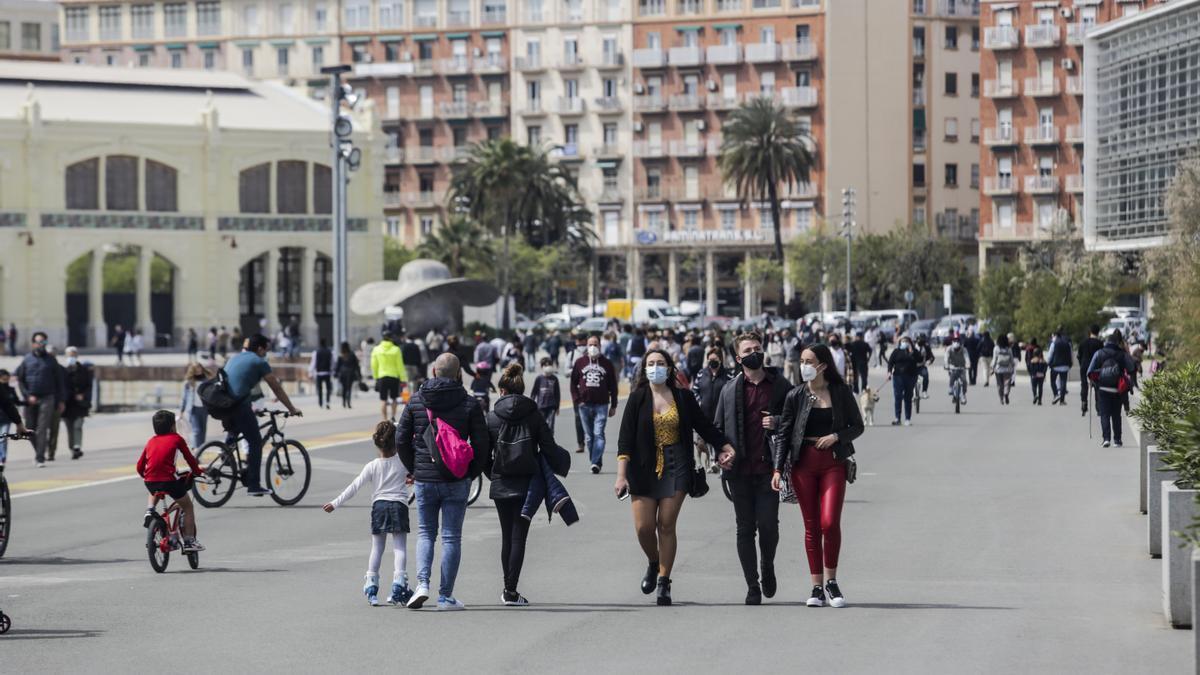 Una imagen reciente de afluencia de personas a La Marina de València.