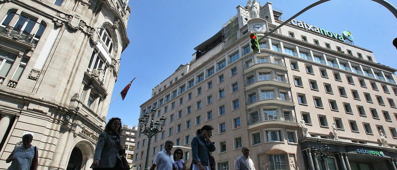 La sede central de Caixanova en Vigo, en la avenida García Barbón.   | // JESÚS DE ARCOS