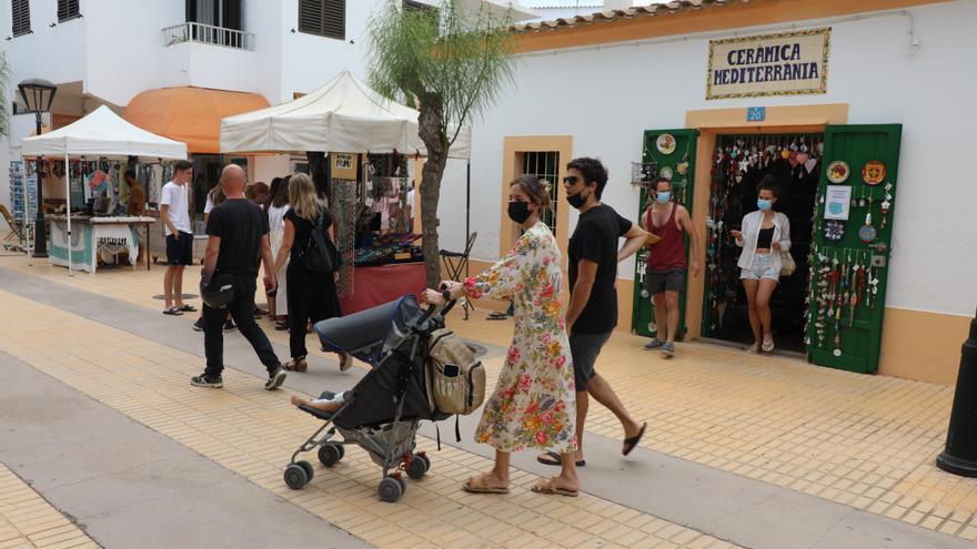 Los empresarios temen que la subida de contagios trunque la temporada en Formentera