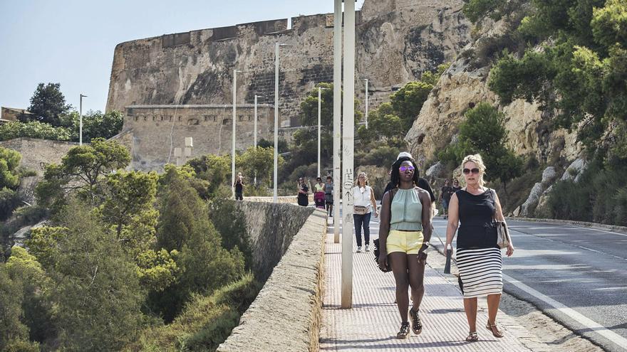 Alicante «pincha» ante la primera oleada de cruceristas del otoño