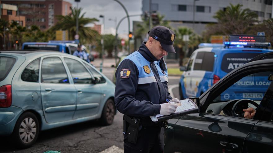 La Policía local comienza a multar con teléfonos móviles corporativos