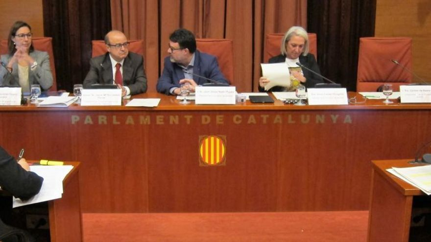 El Parlament cita a Sánchez y Rajoy para que declaren en la comisión del 155