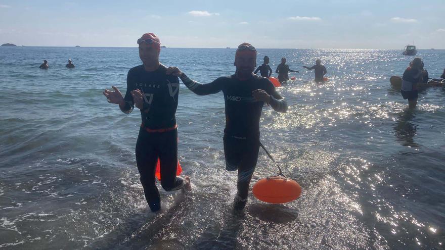 El paratriatleta de Ibiza Javier Vergara cumple su reto de cinco kilómetros de natación por una causa benéfica