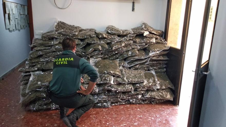 Golpe al tráfico de marihuana en Almería: ocho detenidos con más de 5.600 kg