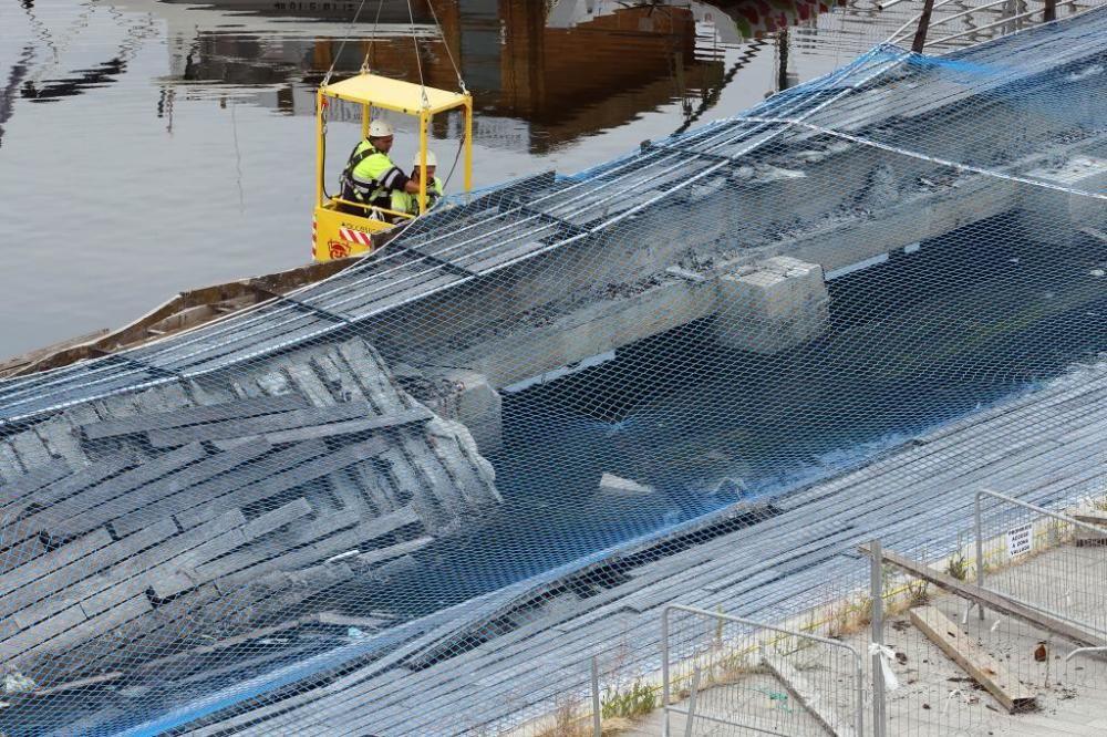 El Puerto tapa con red anticaídas el socavón provocado por el accidente de O Marisquiño