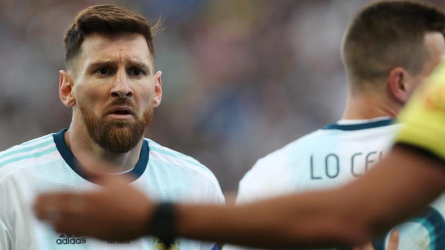 Messi, expulsado por encararse con Medel