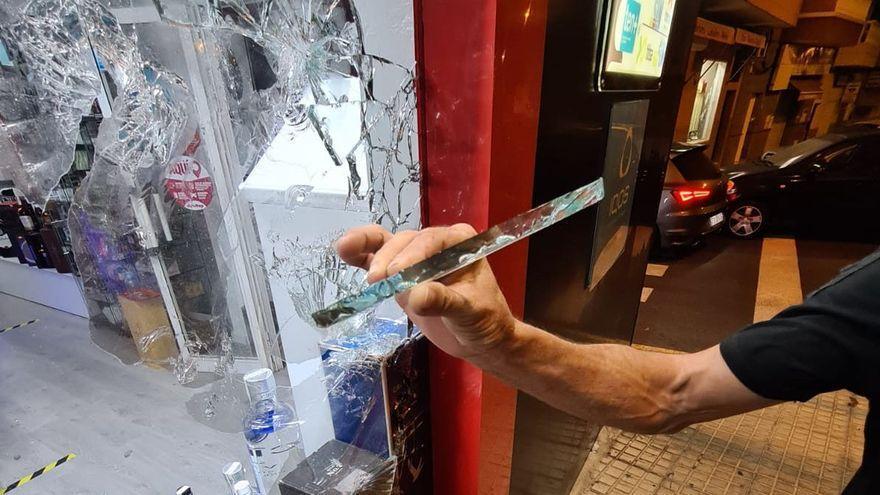 Así fue el atraco a una tienda de Canarias para llevarse alcohol, tabaco y dinero