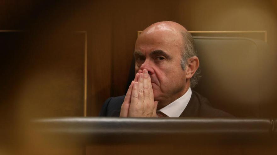 """De Guindos: """"La política monetaria no puede ser la única que actúe"""""""