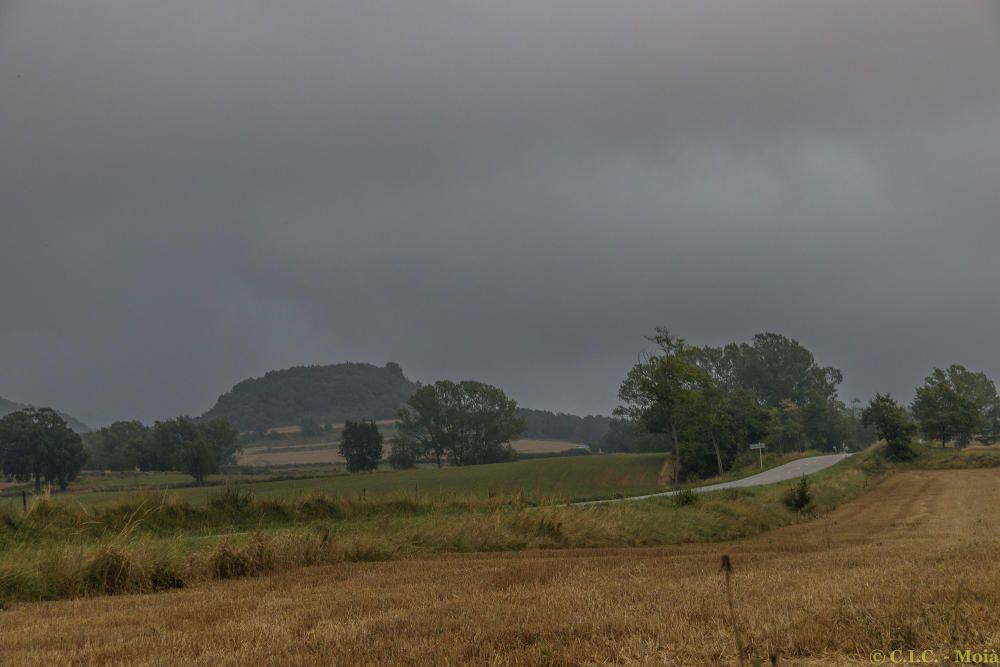 Albada al Moianès, núvol i amb boires.