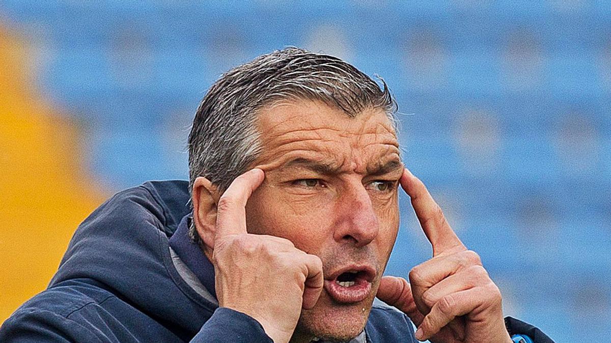 David Cubillo gesticula en el partido ante La Nucía.