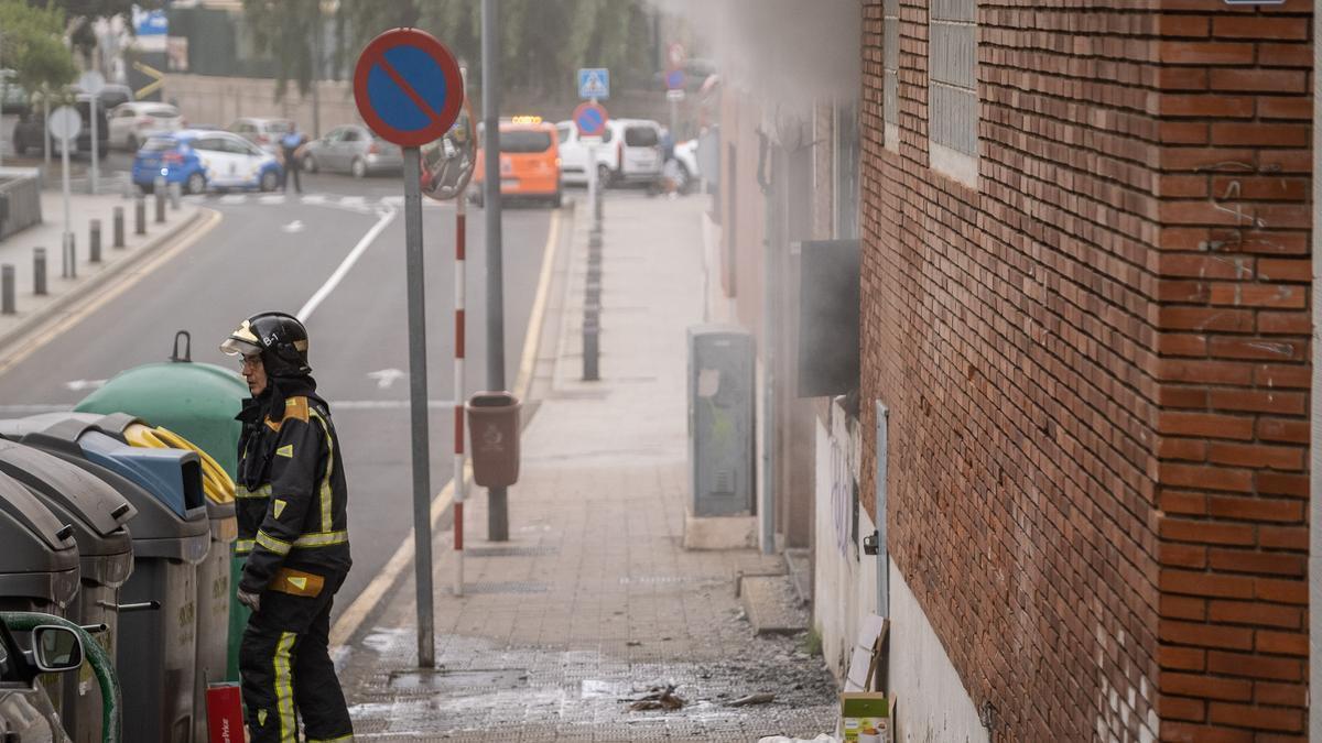Voraz incendio en un edificio de la calle Salamanca de Santa Cruz de Tenerife