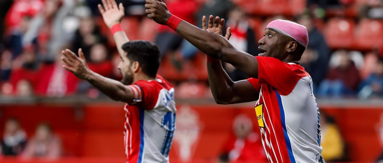 Babin, a la derecha, en un partido con el Sporting en El Molinón.