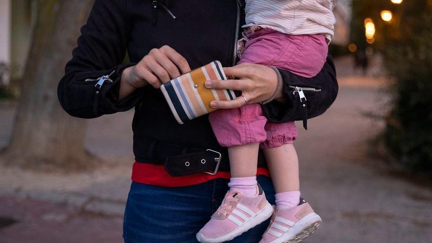 Contratar una persona para cuidar a los hijos descontará hasta 400 euros en la Renta