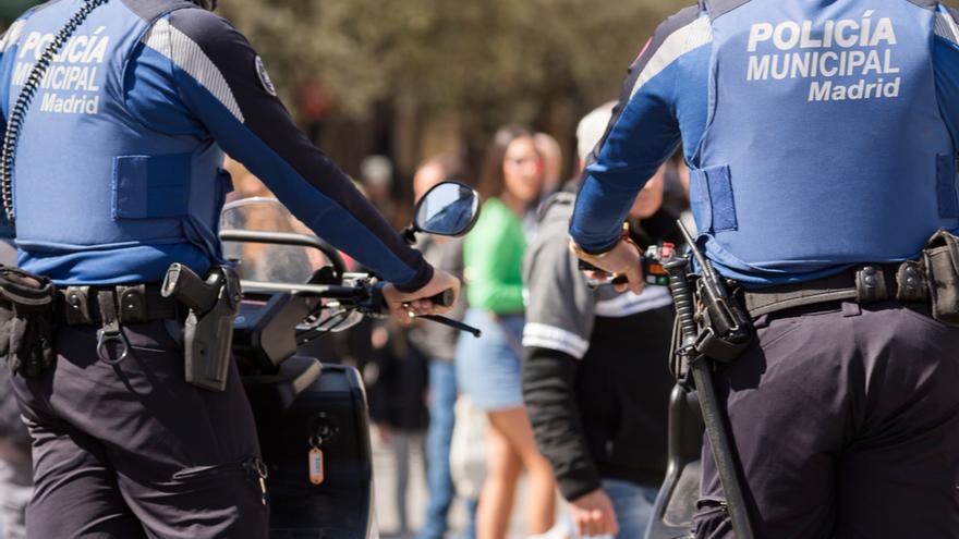 Conduce en estado ebrio y atropella de forma intencionada a un ciclista en Madrid