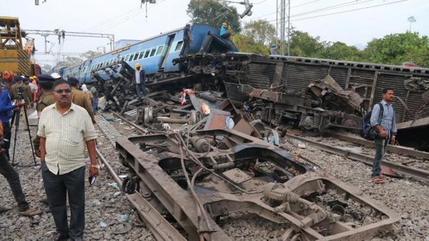 Una nueva tragedia ferroviaria causa 39 muertos en la India