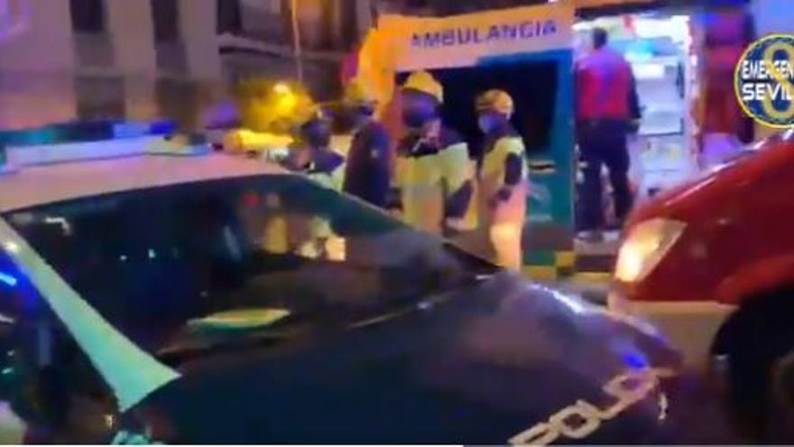 Tres mujeres heridas graves tras caer una gran rama de un árbol en Sevilla