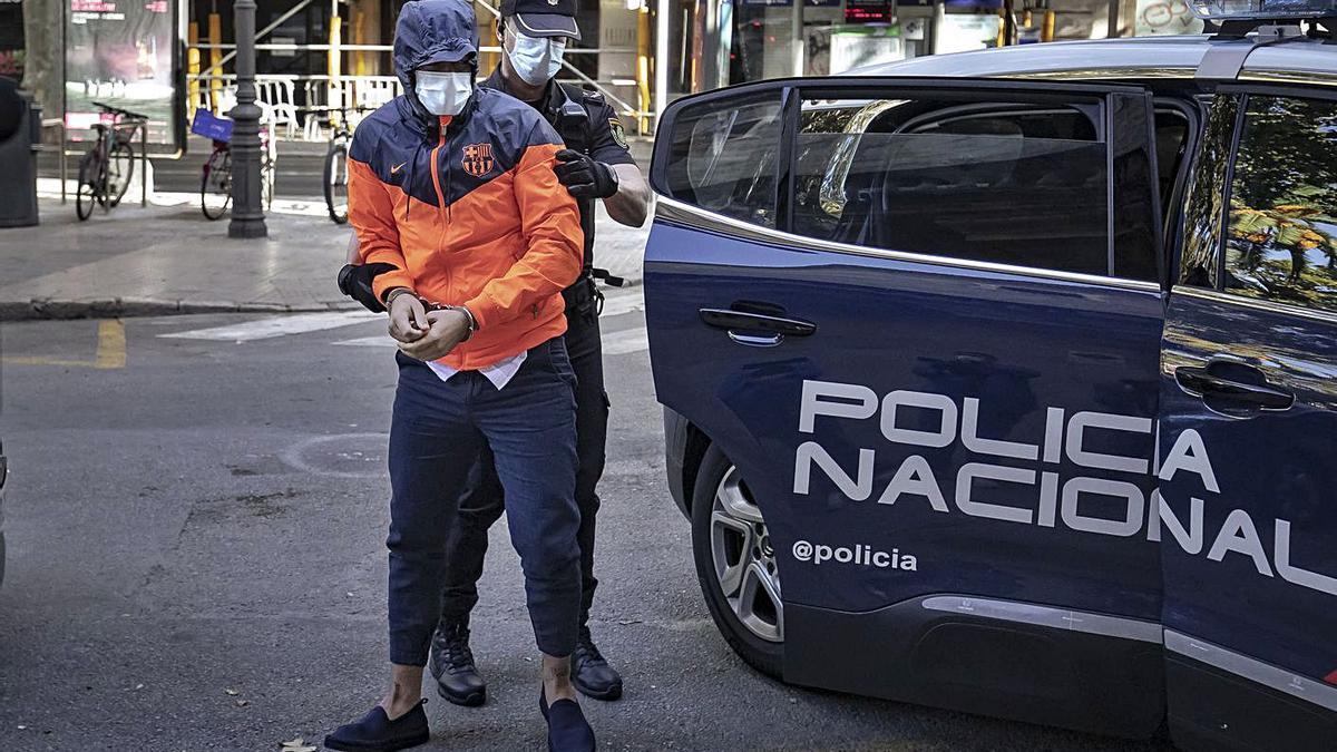 El joven condenado, a su llegada al juicio que se celebró en la Audiencia Provincial de Palma.