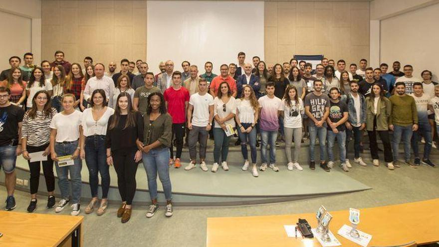 El Villarreal reparte las becas de 'Càtedra Endavant' a los deportistas de la UJI