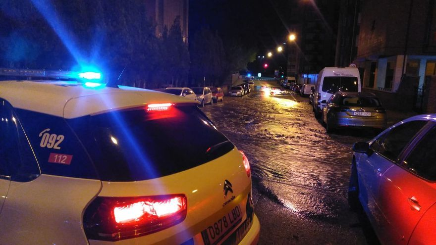 Avilés: Valdés Salas se inunda de madrugada por el reventón de una tubería