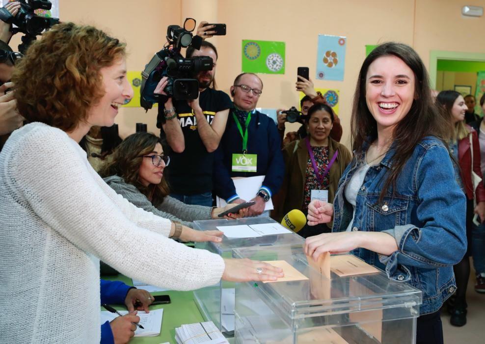 Irene Montero, número dos de Unidas Podemos, votando.