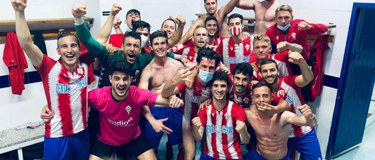 Los jugadores de l'Alcúdia festejan su acceso a la fase de promoción. | LEVANTE-EMV