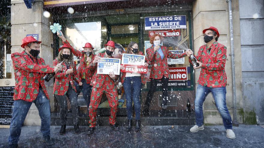 Siete hermanos para siete premios: sigue la racha de El Estanco de la Suerte de Oviedo