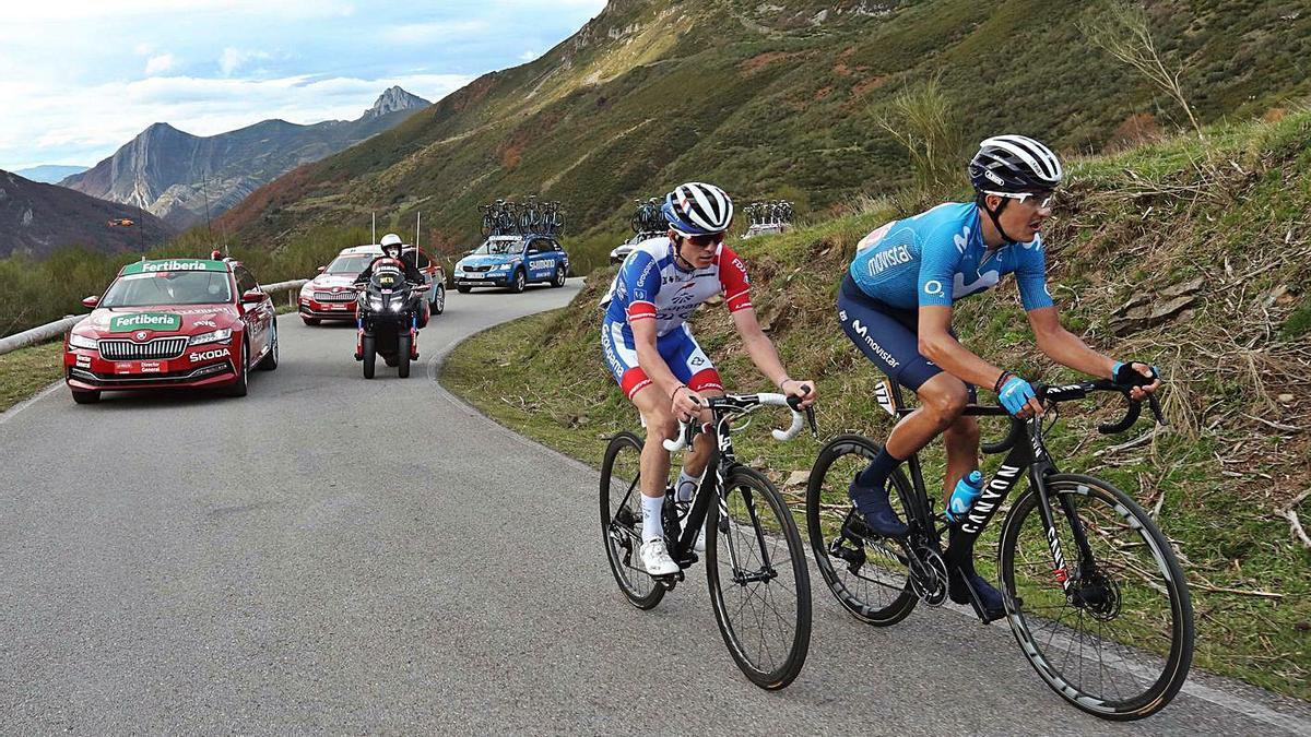 Marc Soler junto al francés David Gaudu en plena fuga.