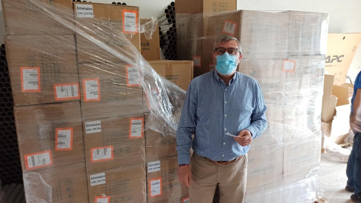 La UEx compra 200.000 mascarillas para sus trabajadores y las pruebas de acceso
