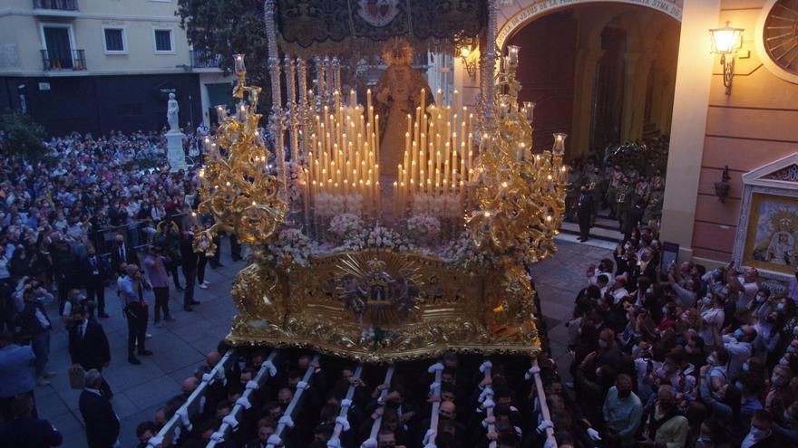 Salida extraordinaria de La Paloma, que vuelve a recorrer las calles de Málaga