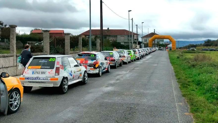 Liberan a un piloto de rali atrapado tras un accidente en Ourense